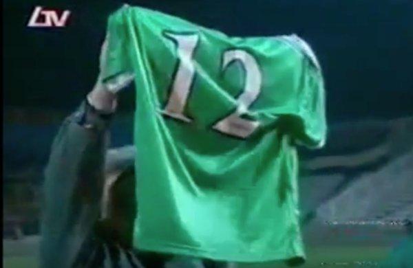 24 Φεβρουαρίου 2001:  Η φανέλα με τον αριθμό 12 καταλήγει αιώνια στον Πράσινο Λαό